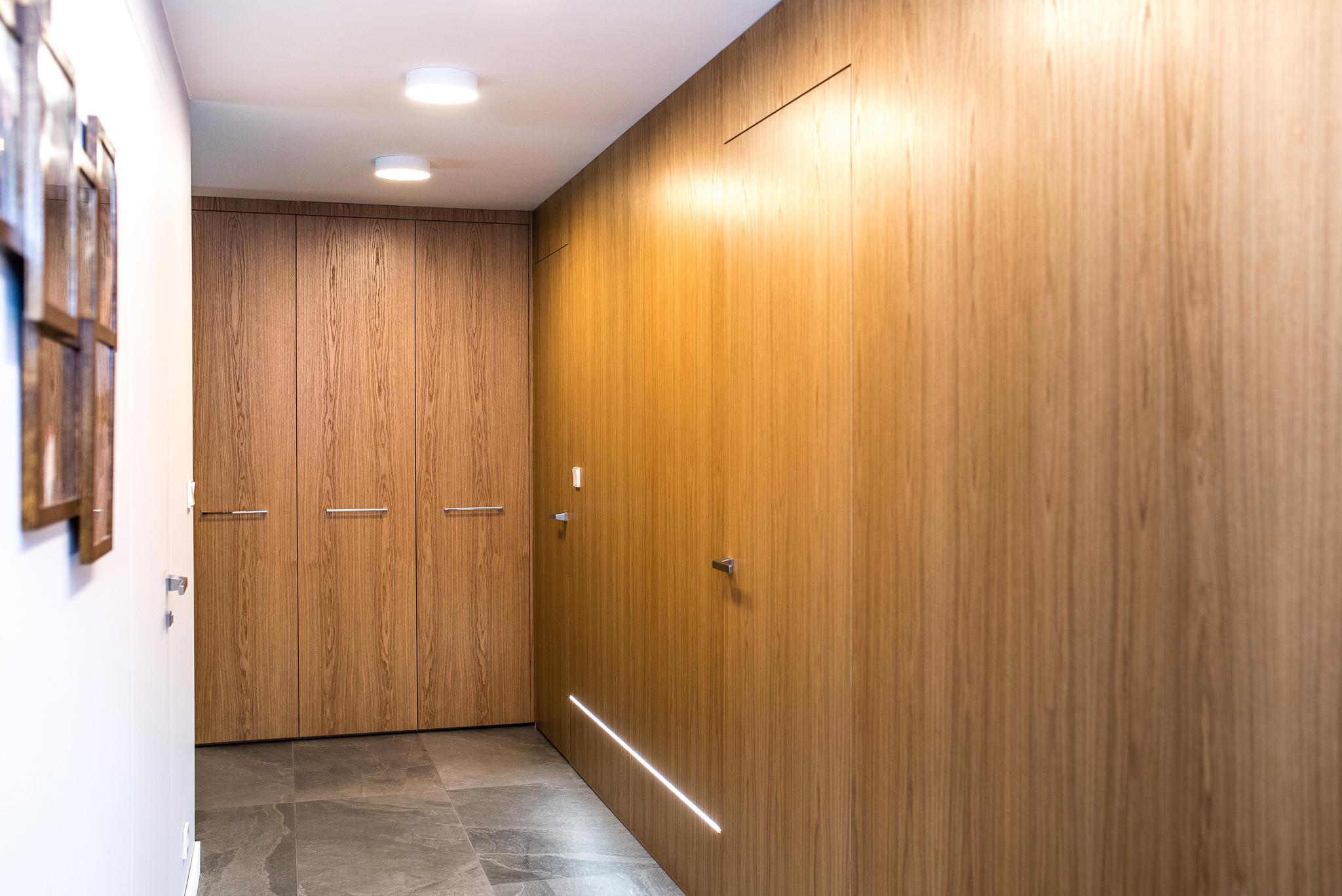 obudowa śicny z drzwiami